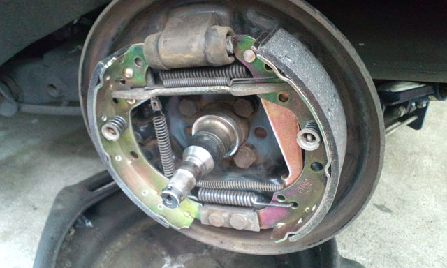 Rear Drums, wheel bearings and Brake shoes for VW GOLF MK2